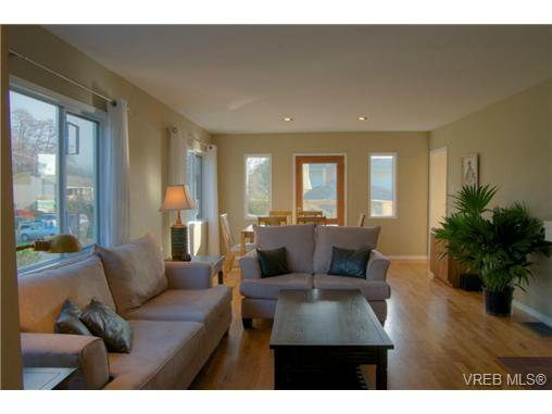 Main Photo: 2627 Killarney Rd in VICTORIA: SE Cadboro Bay Single Family Detached for sale (Saanich East)  : MLS®# 689454