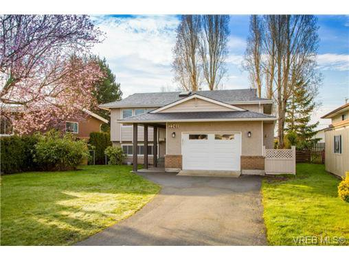 Main Photo: 2241 Bradford Ave in SIDNEY: Si Sidney North-East House for sale (Sidney)  : MLS®# 694355
