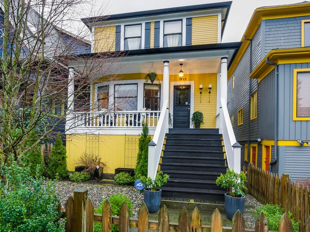 Main Photo: 1608 E 4TH Avenue in Vancouver: Grandview VE House for sale (Vancouver East)  : MLS®# R2032123