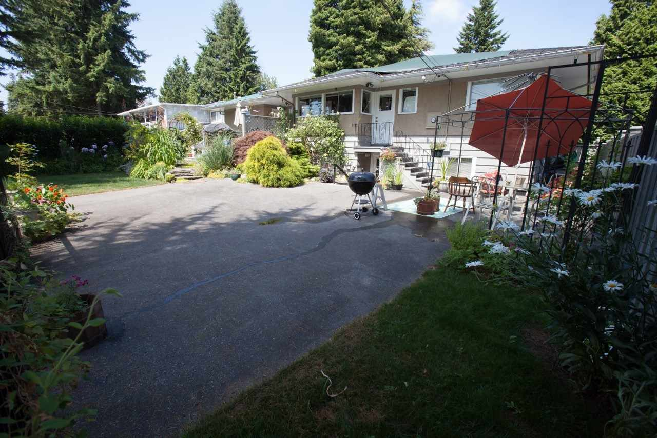 Main Photo: 22034 LOUGHEED Highway in Maple Ridge: West Central House for sale : MLS®# R2058894