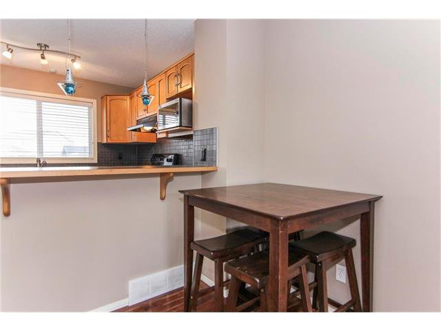 Photo 6: Photos: 136 EVERSYDE Boulevard SW in Calgary: Evergreen House for sale : MLS®# C4081553