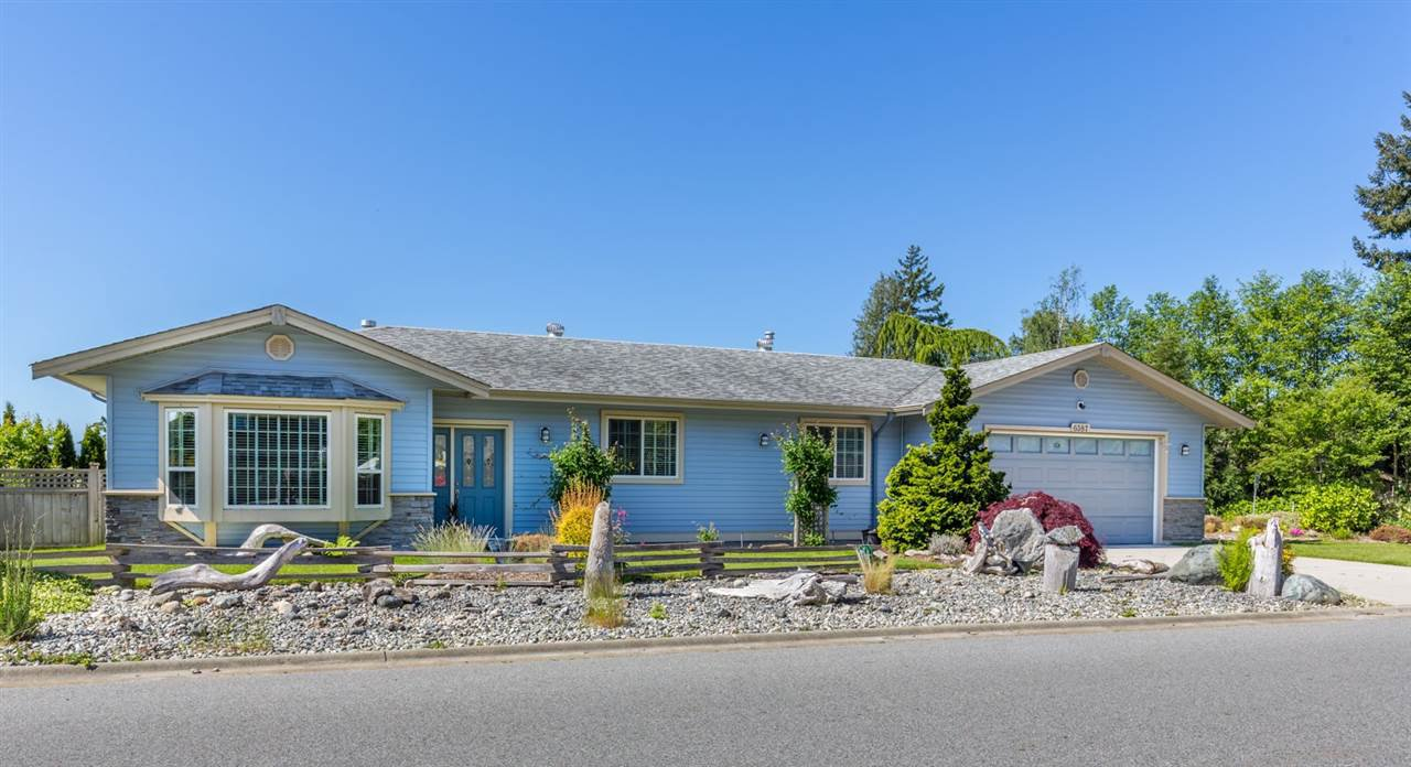 "Main Photo: 6387 SAMRON Road in Sechelt: Sechelt District House for sale in ""WEST SECHELT"" (Sunshine Coast)  : MLS®# R2163936"