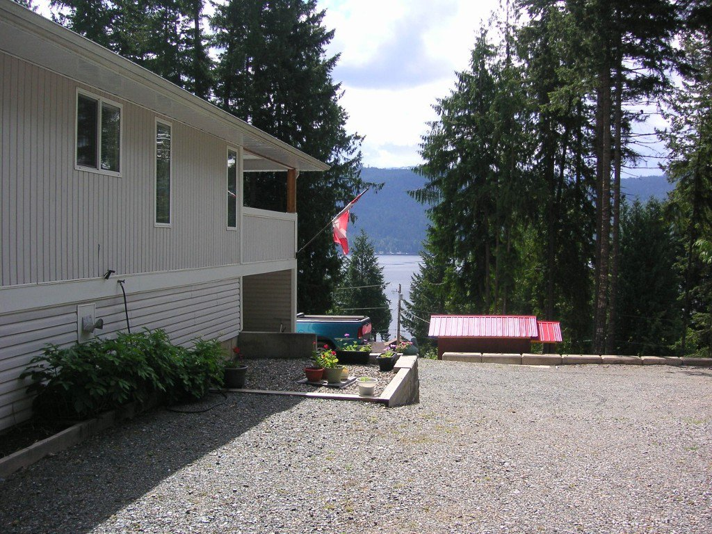 Photo 3: Photos: 8682 Penwith Way in St Ives: North Shuswap House for sale (Shuswap)  : MLS®# 10162657