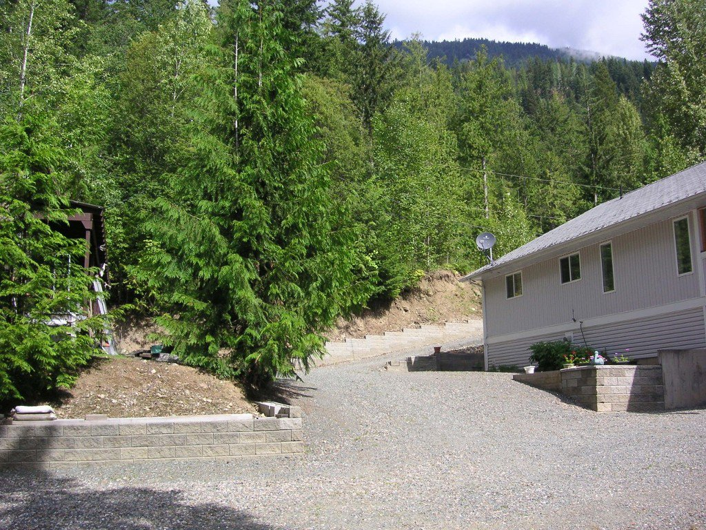 Photo 2: Photos: 8682 Penwith Way in St Ives: North Shuswap House for sale (Shuswap)  : MLS®# 10162657