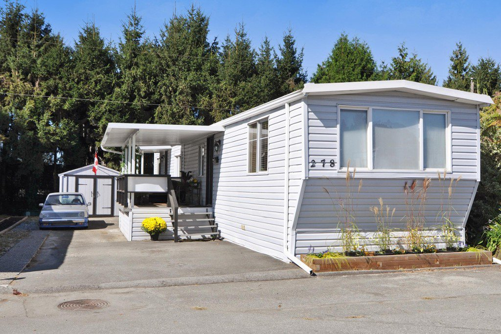 "Main Photo: 278 201 CAYER Street in Coquitlam: Maillardville Manufactured Home for sale in ""WILDWOOD PARK"" : MLS®# R2206930"