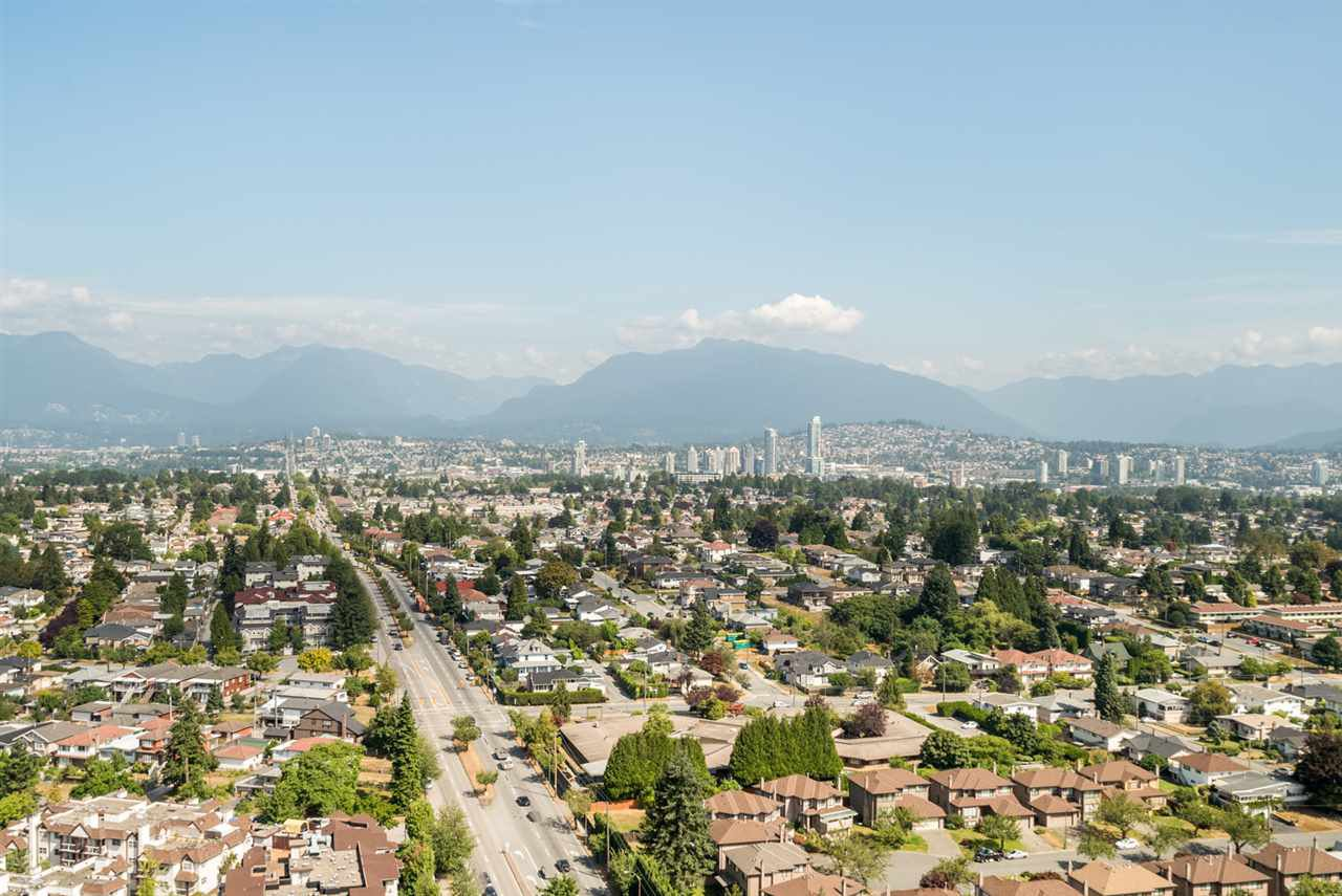 "Main Photo: 3202 5515 BOUNDARY Road in Vancouver: Collingwood VE Condo for sale in ""Wall Centre Central Park"" (Vancouver East)  : MLS®# R2208071"