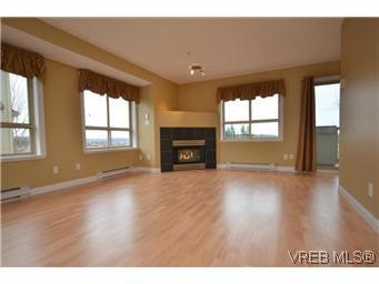 Main Photo: 8 7847 East Saanich Road in SAANICHTON: CS Saanichton Residential for sale (Central Saanich)  : MLS®# 304604