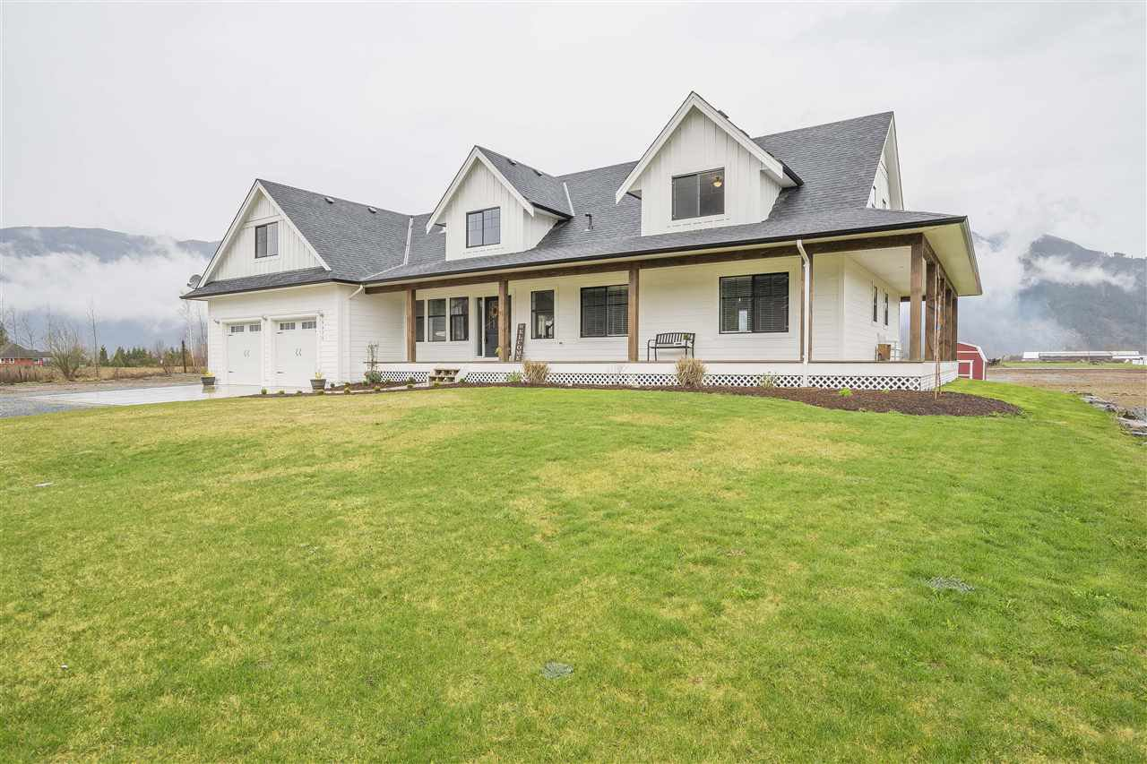 Main Photo: 5475 LOUGHEED Highway: Agassiz House for sale : MLS®# R2254247