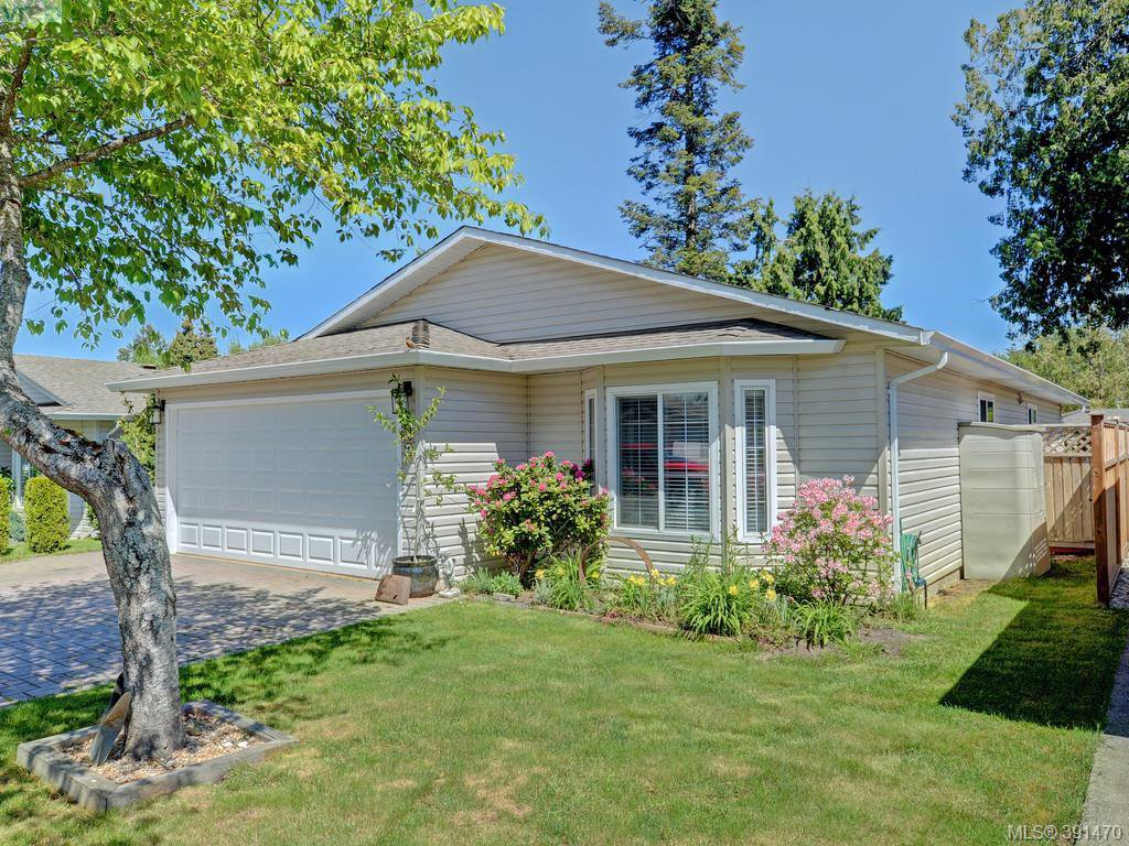 Main Photo: 19 7570 Tetayut Rd in SAANICHTON: CS Hawthorne Manufactured Home for sale (Central Saanich)  : MLS®# 786908