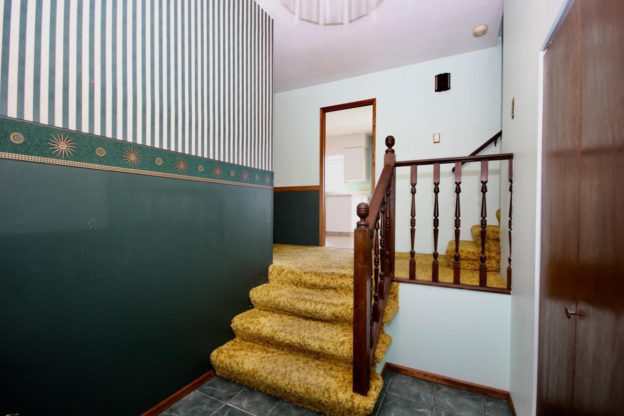 Photo 4: Photos: 211 52 Street in Delta: Pebble Hill House for sale (Tsawwassen)  : MLS®# R2330373