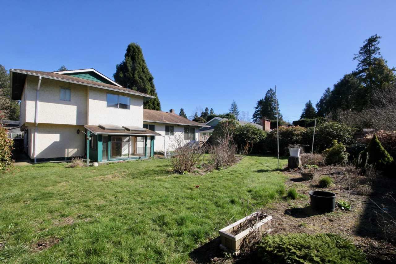 Photo 3: Photos: 211 52 Street in Delta: Pebble Hill House for sale (Tsawwassen)  : MLS®# R2330373