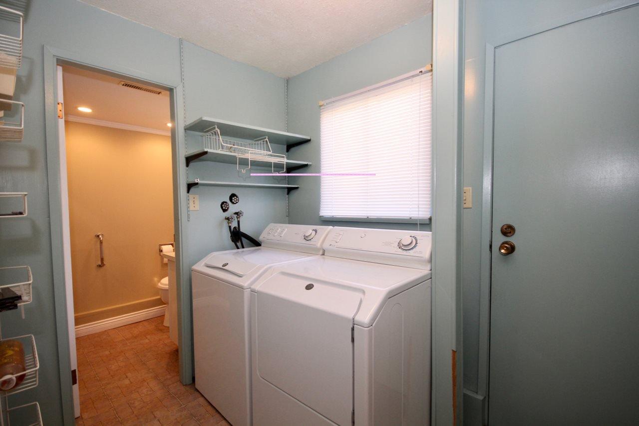 Photo 11: Photos: 211 52 Street in Delta: Pebble Hill House for sale (Tsawwassen)  : MLS®# R2330373