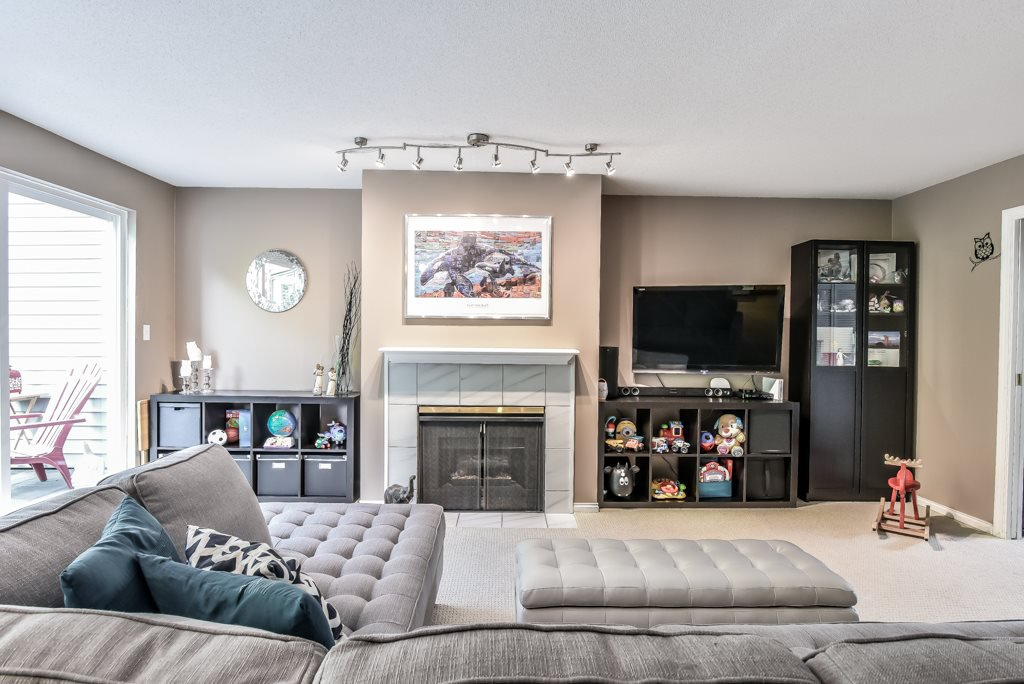 """Photo 4: Photos: 217 4889 53 Street in Ladner: Hawthorne Condo for sale in """"Green Gables"""" : MLS®# R2382103"""