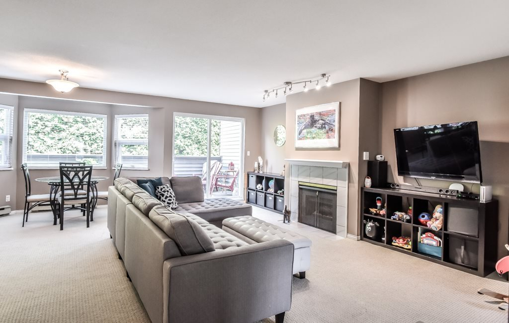 """Photo 6: Photos: 217 4889 53 Street in Ladner: Hawthorne Condo for sale in """"Green Gables"""" : MLS®# R2382103"""