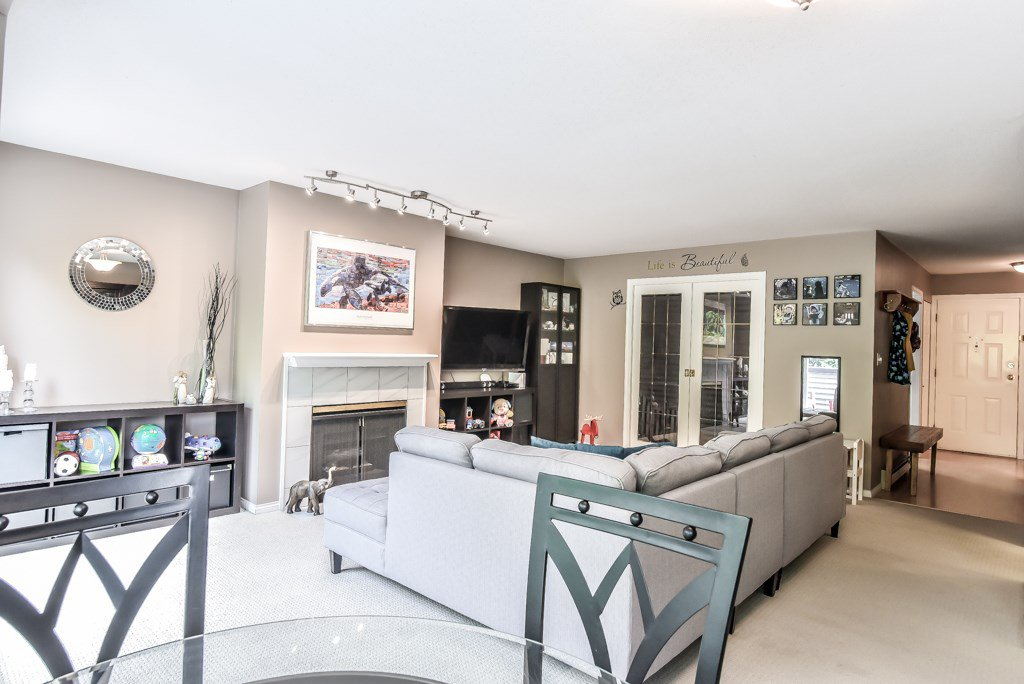 """Photo 7: Photos: 217 4889 53 Street in Ladner: Hawthorne Condo for sale in """"Green Gables"""" : MLS®# R2382103"""
