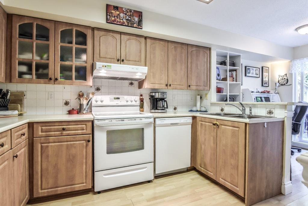 """Photo 8: Photos: 217 4889 53 Street in Ladner: Hawthorne Condo for sale in """"Green Gables"""" : MLS®# R2382103"""