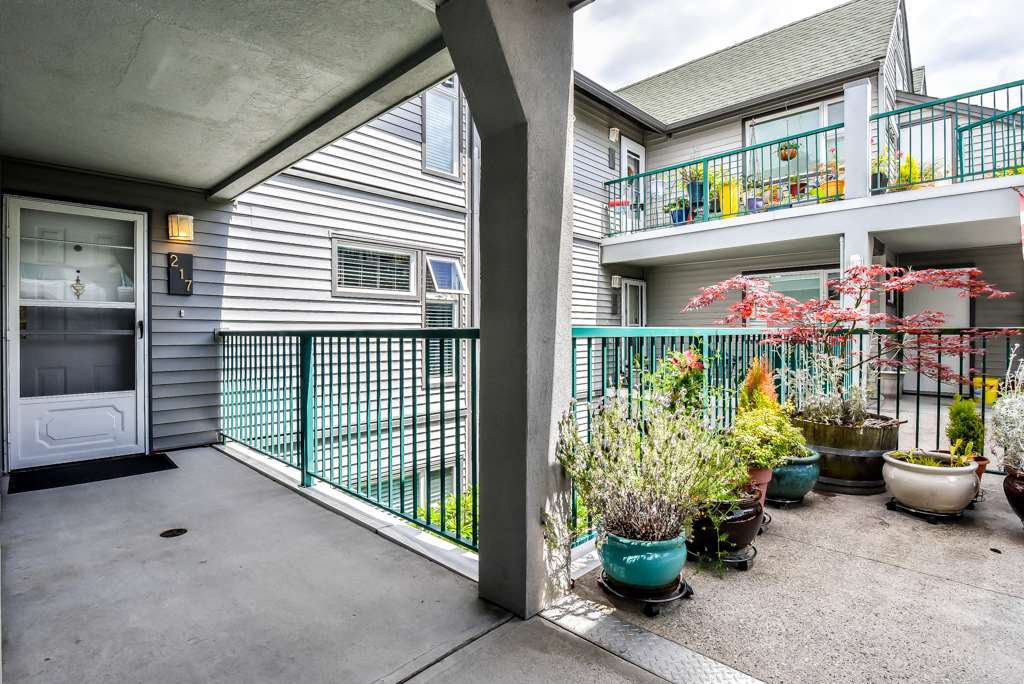 """Photo 16: Photos: 217 4889 53 Street in Ladner: Hawthorne Condo for sale in """"Green Gables"""" : MLS®# R2382103"""