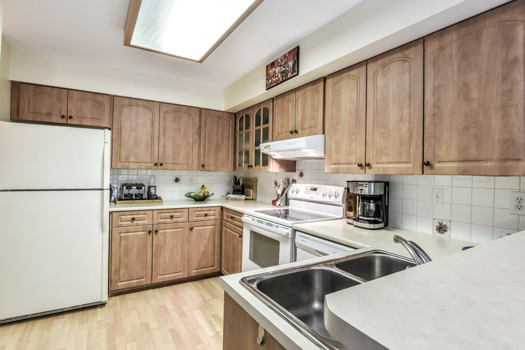 """Photo 9: Photos: 217 4889 53 Street in Ladner: Hawthorne Condo for sale in """"Green Gables"""" : MLS®# R2382103"""