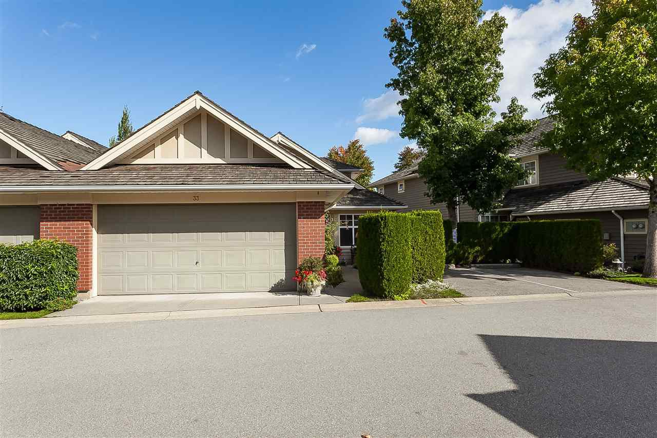 """Main Photo: 33 15450 ROSEMARY HEIGHTS Crescent in Surrey: Morgan Creek Townhouse for sale in """"Carrington"""" (South Surrey White Rock)  : MLS®# R2468002"""