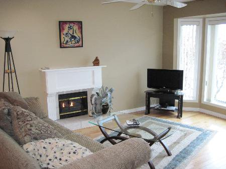 Photo 2: Photos: 907 Battle St.: House for sale (South Kamloops)  : MLS®# New