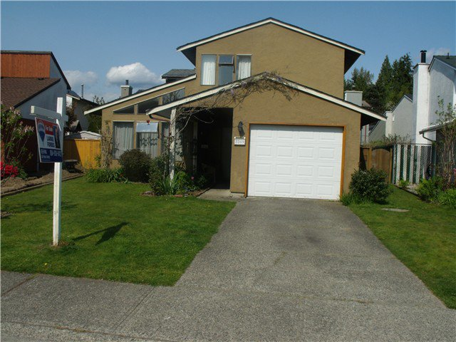 "Main Photo: 3249 DUNKIRK Avenue in Coquitlam: New Horizons House for sale in ""NEW HORIZONS"" : MLS®# V1112846"