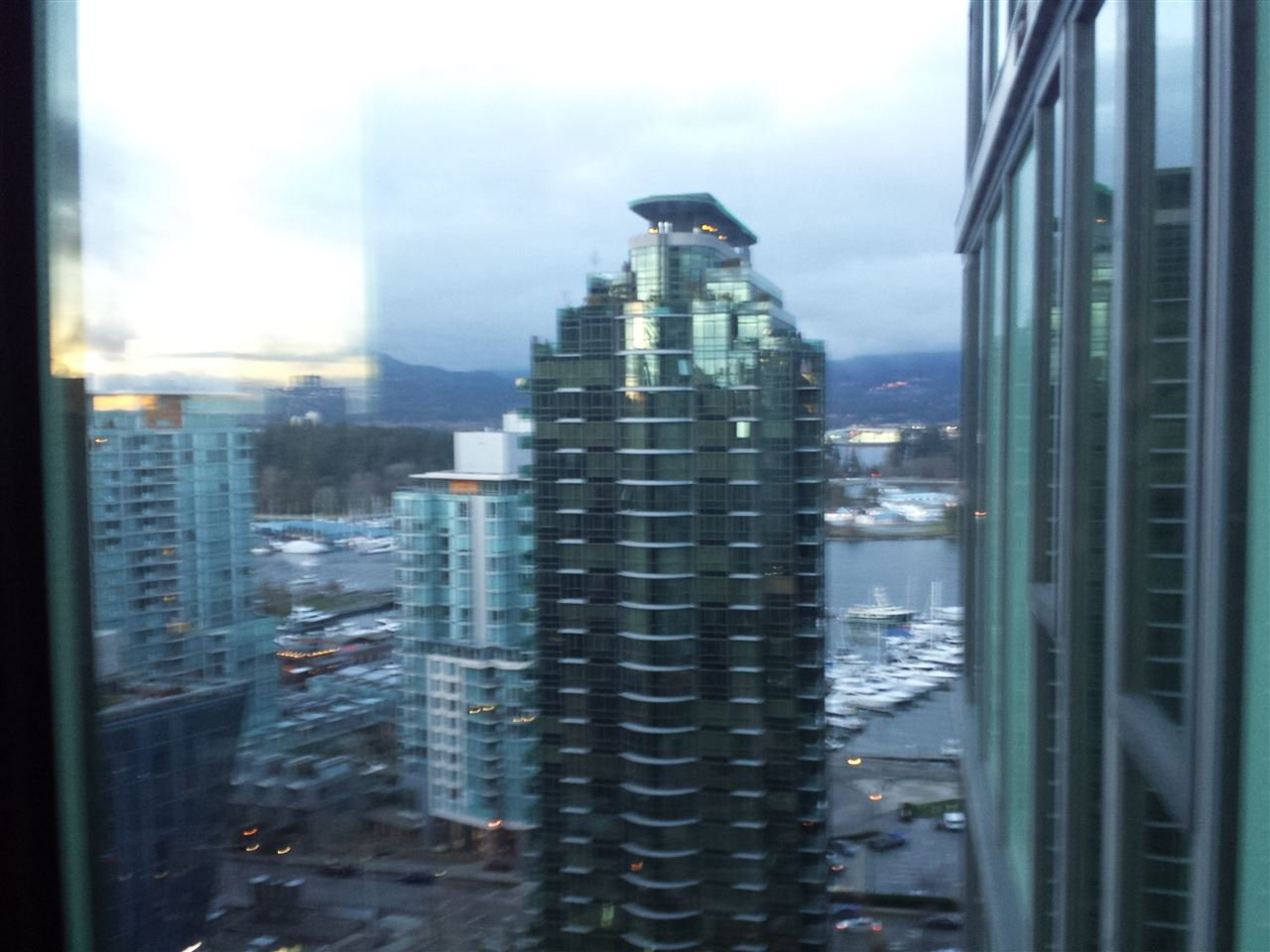 """Photo 3: Photos: 2206 1331 W GEORGIA Street in Vancouver: Coal Harbour Condo for sale in """"THE POINTE"""" (Vancouver West)  : MLS®# R2028676"""
