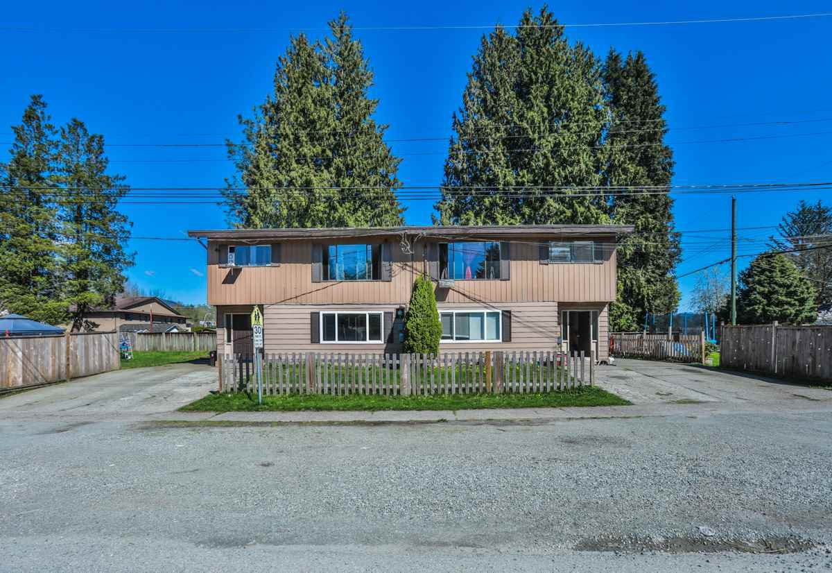 Main Photo: 7564 - 7568 BIRCH Street in Mission: Mission BC Fourplex for sale : MLS®# R2160825
