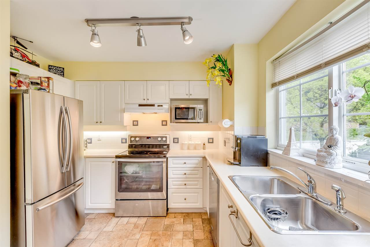 Photo 10: Photos: 39 1561 BOOTH Avenue in Coquitlam: Maillardville Townhouse for sale : MLS®# R2164462