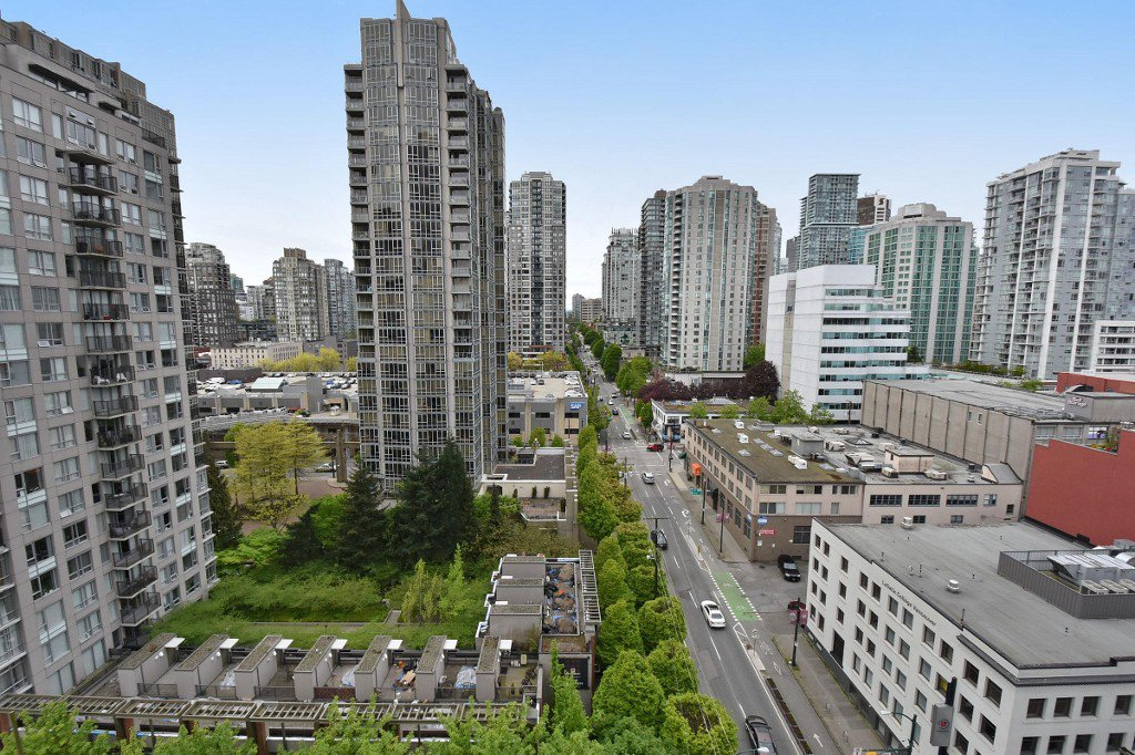 """Main Photo: 1708 928 BEATTY Street in Vancouver: Yaletown Condo for sale in """"MAX 1"""" (Vancouver West)  : MLS®# R2165040"""