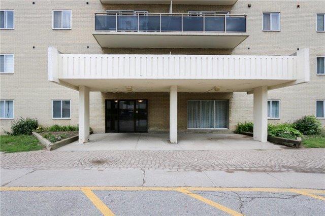 Main Photo: 303 936 Glen Street in Oshawa: Lakeview Condo for sale : MLS®# E3920224
