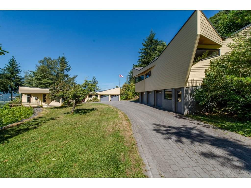 Main Photo: 43150 OLD ORCHARD Road in Chilliwack: Chilliwack Mountain House for sale : MLS®# R2226234