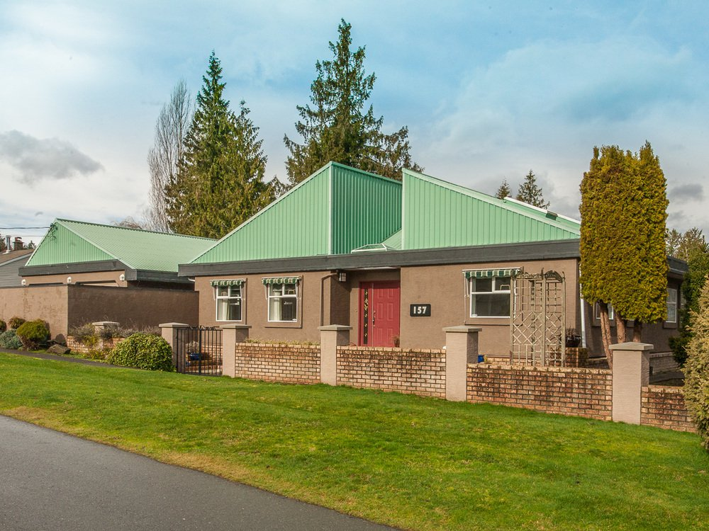Main Photo: 157 Sixth Ave in Qualicum Beach: House for sale : MLS®# 386754