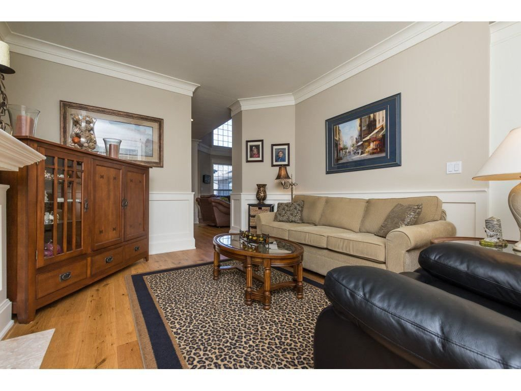 """Photo 10: Photos: 31 2688 150 Street in Surrey: Sunnyside Park Surrey Townhouse for sale in """"Westmoor"""" (South Surrey White Rock)  : MLS®# R2256437"""