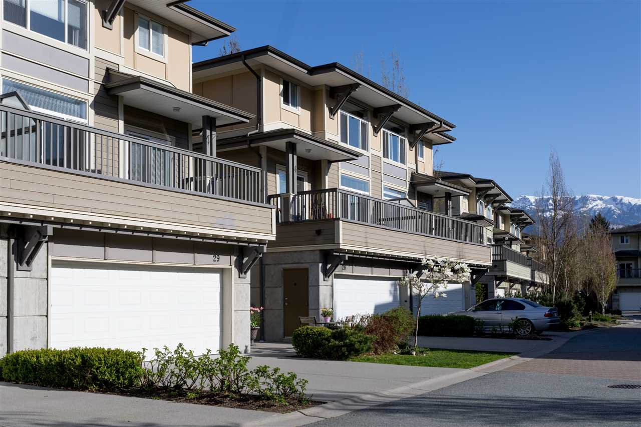 """Main Photo: 28 40632 GOVERNMENT Road in Squamish: Brackendale Townhouse for sale in """"RIVERSWALK"""" : MLS®# R2261504"""