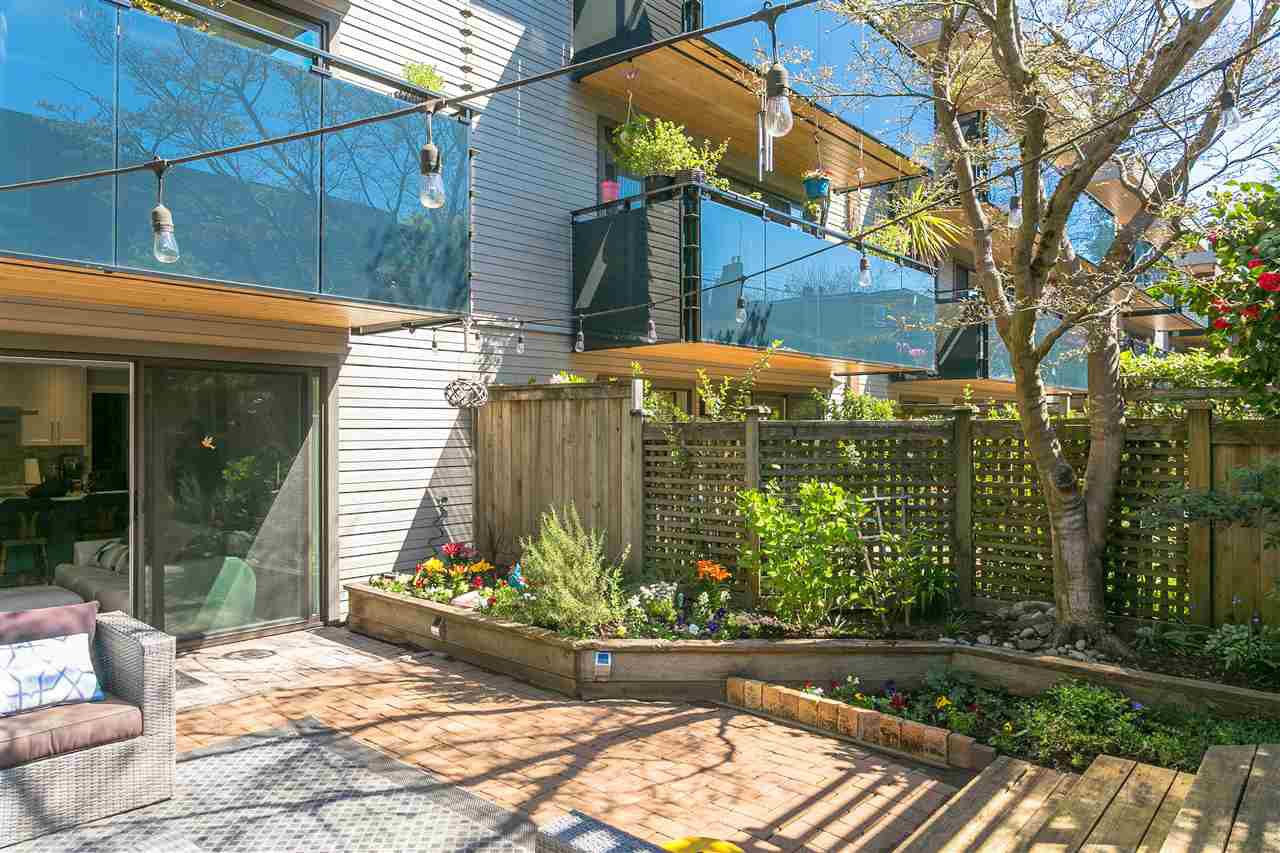 "Photo 13: Photos: 107 2416 W 3RD Avenue in Vancouver: Kitsilano Condo for sale in ""Landmark Reef"" (Vancouver West)  : MLS®# R2262519"