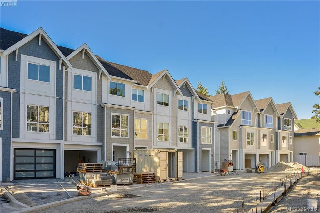 Main Photo: 11 1032 Cloverdale Ave in VICTORIA: SE Quadra Row/Townhouse for sale (Saanich East)  : MLS®# 790564