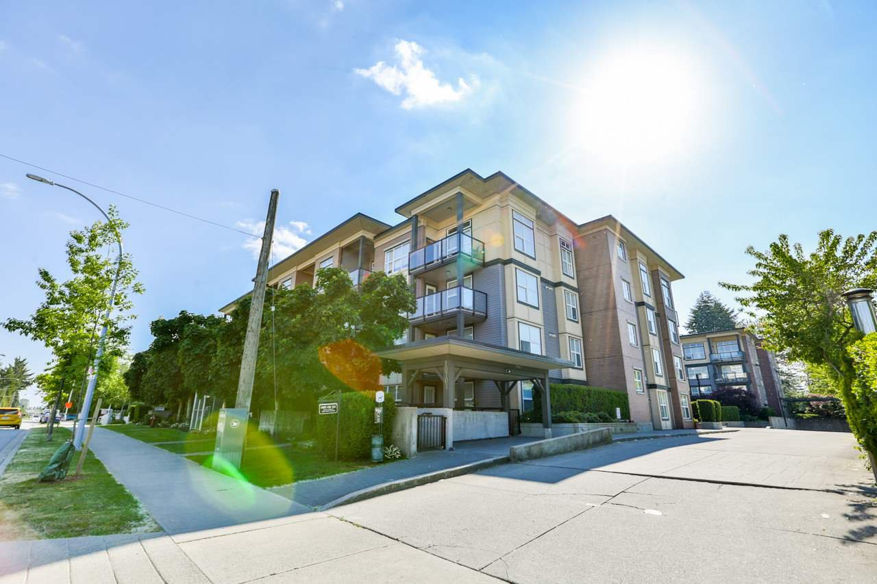 Main Photo: 426 10707 139 Street in Surrey: Whalley Condo for sale (North Surrey)  : MLS®# R2289596