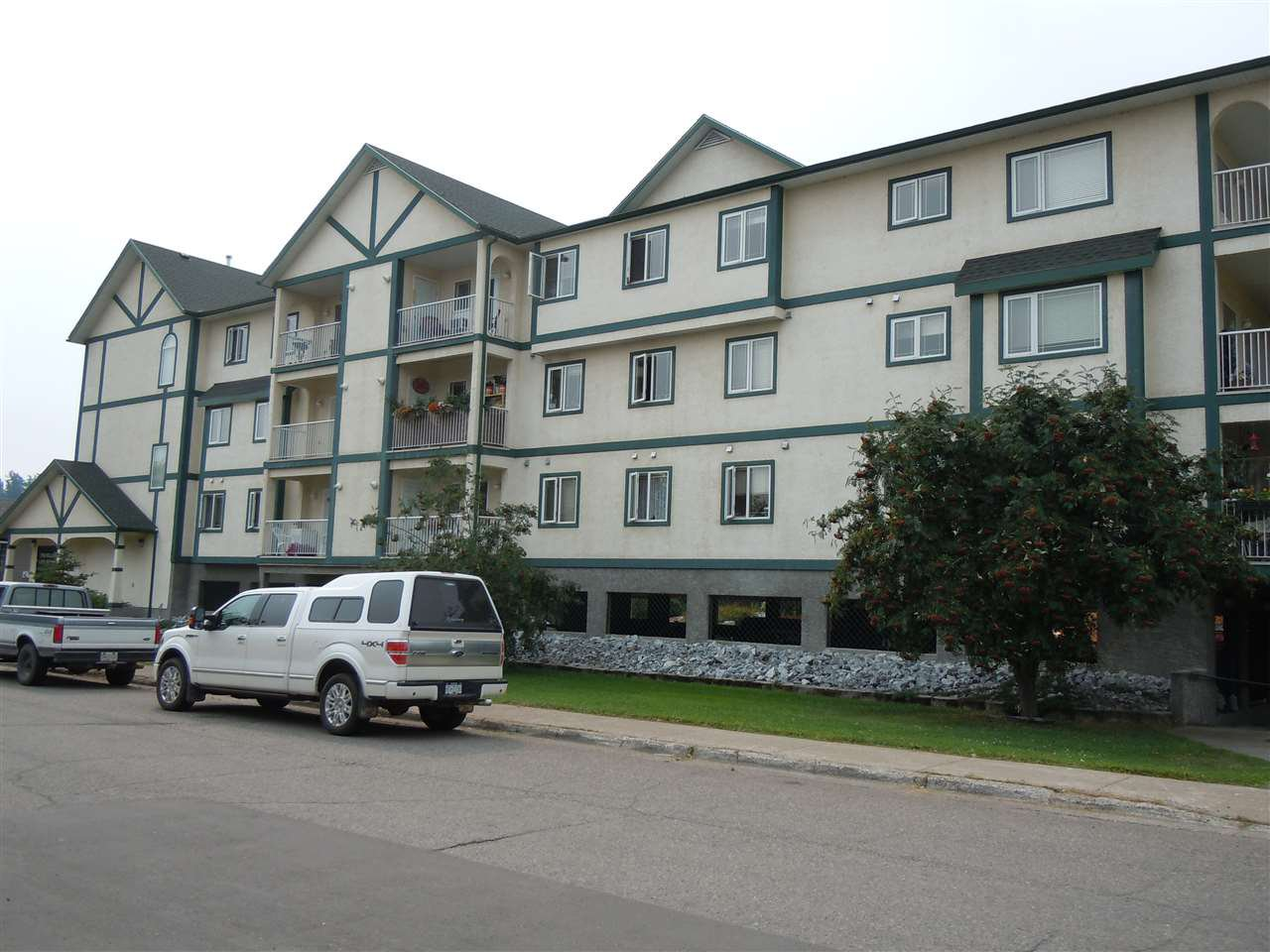 Main Photo: 202 1693 6TH Avenue in Prince George: Crescents Condo for sale (PG City Central (Zone 72))  : MLS®# R2375903
