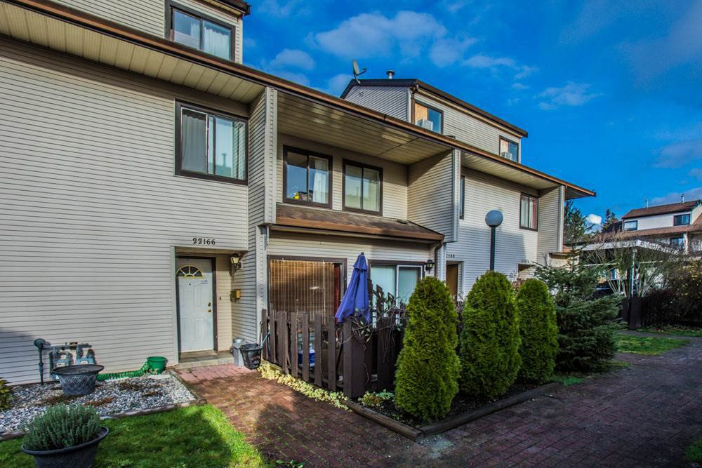 "Main Photo: 22166 122 Avenue in Maple Ridge: West Central Townhouse for sale in ""GOLDEN EARS PLACE"" : MLS®# R2379206"