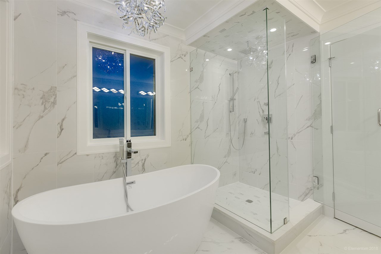 """Photo 13: Photos: 822 GATENSBURY Street in Coquitlam: Harbour Chines House for sale in """"HARBOUR CHINES"""" : MLS®# R2386227"""