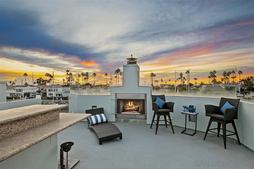 Main Photo: CORONADO CAYS House for sale : 4 bedrooms : 28 Admiralty Cross in Coronado