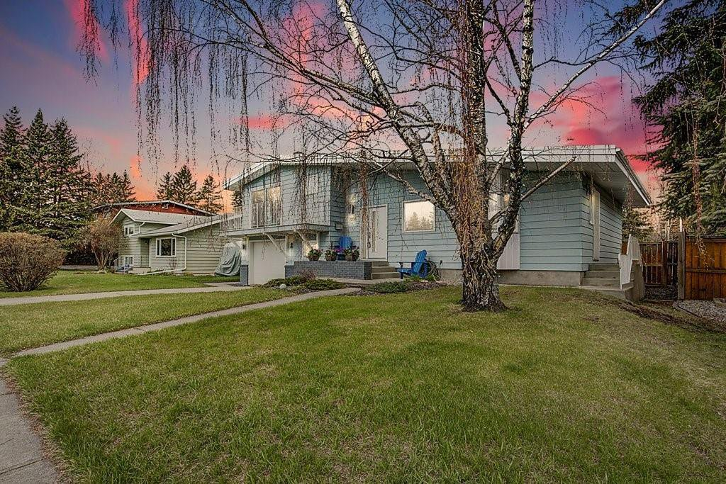 Main Photo: 1036 78 Avenue SW in Calgary: Chinook Park Detached for sale : MLS®# C4299058