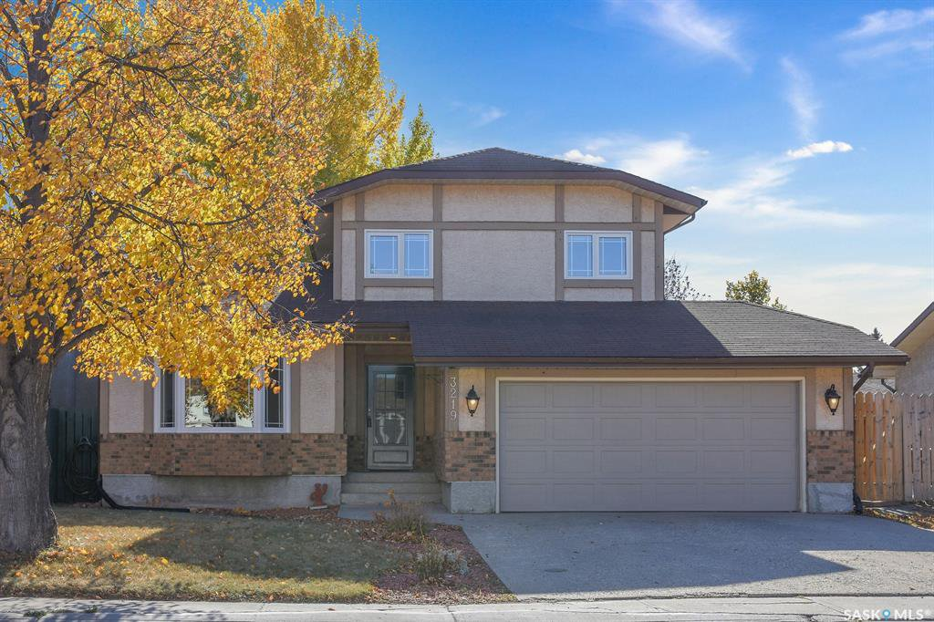 Main Photo: 3219 Parkland Drive East in Regina: Wood Meadows Residential for sale : MLS®# SK830354