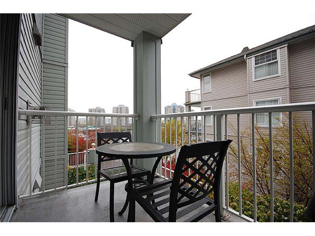 """Photo 8: Photos: 401 1032 QUEENS Avenue in New Westminster: Uptown NW Condo for sale in """"QUEENS TERRACE - Port of Call"""" : MLS®# V884469"""