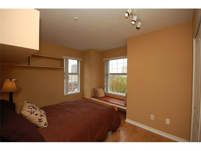 """Photo 9: Photos: 401 1032 QUEENS Avenue in New Westminster: Uptown NW Condo for sale in """"QUEENS TERRACE - Port of Call"""" : MLS®# V884469"""