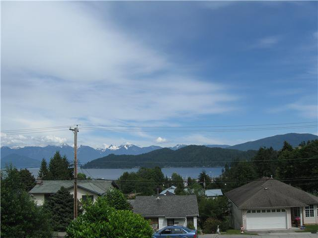 Main Photo: 413 S FLETCHER Road in Gibsons: Gibsons & Area House for sale (Sunshine Coast)  : MLS®# V888754