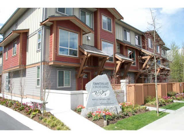 "Main Photo: 37 40653 TANTALUS Road in Squamish: Tantalus Townhouse for sale in ""TANTALUS CROSSING"" : MLS®# V1089124"