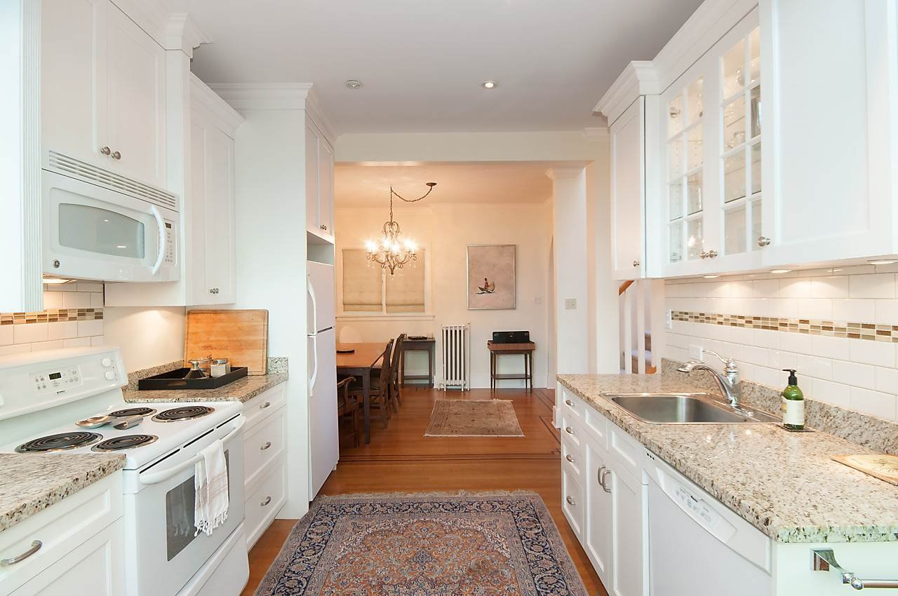 "Photo 8: Photos: 1 1820 BAYSWATER Street in Vancouver: Kitsilano Townhouse for sale in ""TATLOW COURT"" (Vancouver West)  : MLS®# R2111022"