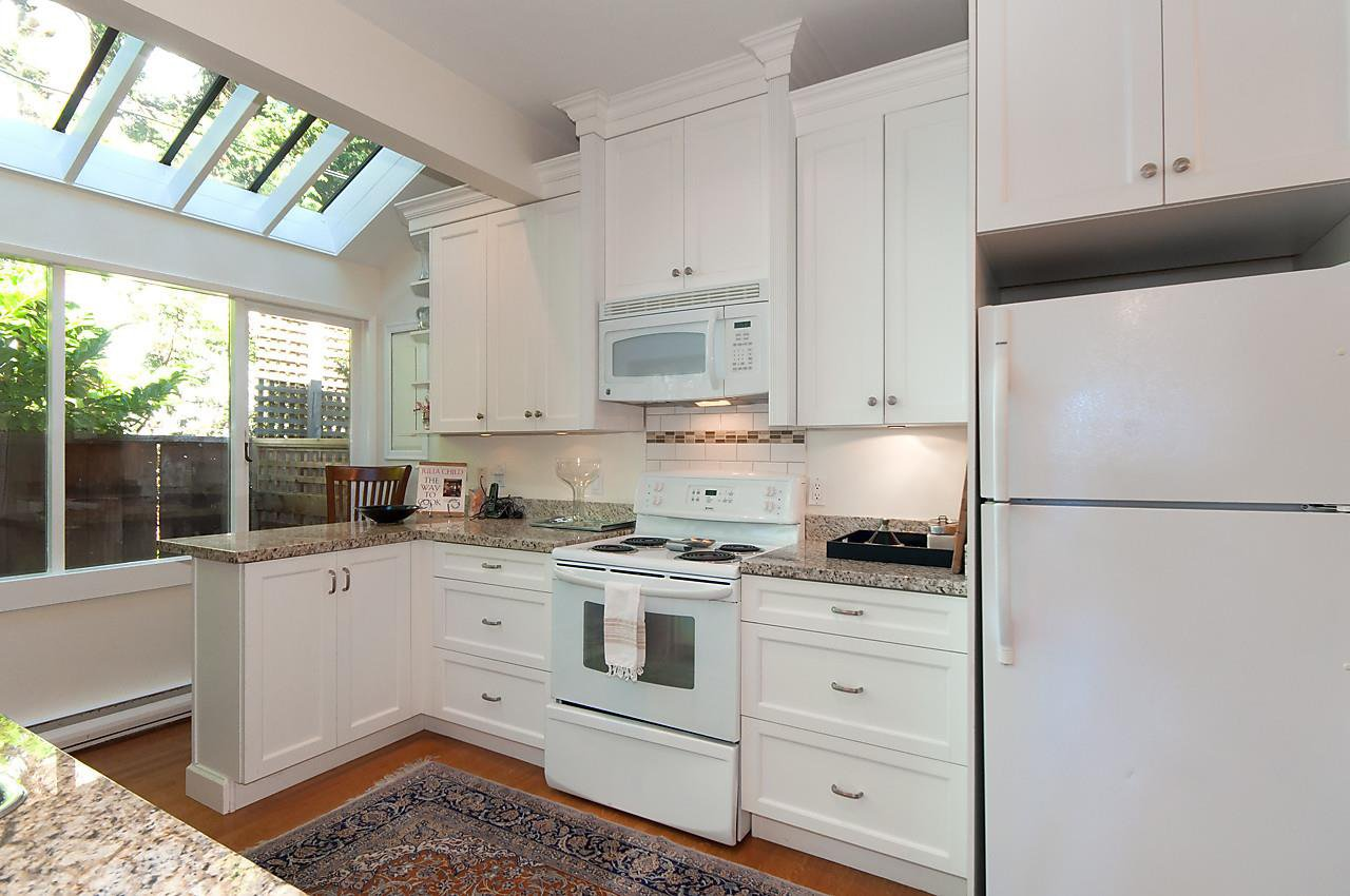 "Photo 9: Photos: 1 1820 BAYSWATER Street in Vancouver: Kitsilano Townhouse for sale in ""TATLOW COURT"" (Vancouver West)  : MLS®# R2111022"