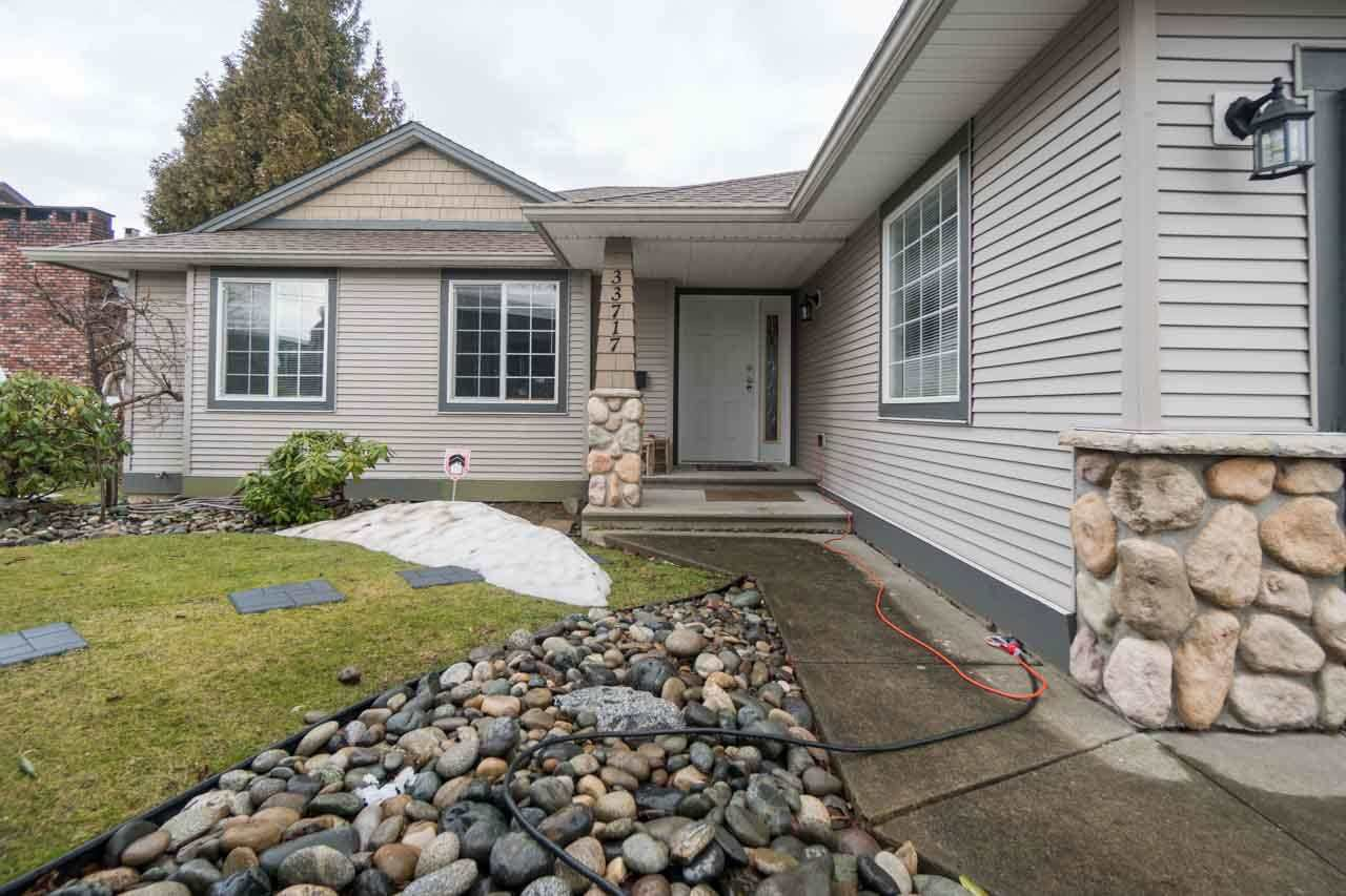 Main Photo: 33717 CHERRY Avenue in Mission: Mission BC House for sale : MLS®# R2140415